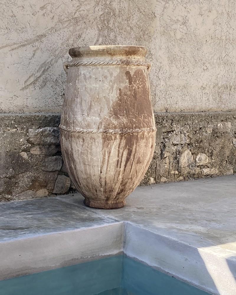 Grande poterie en terre cuite