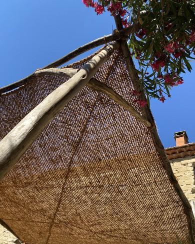 Ombrière en fibre de coco